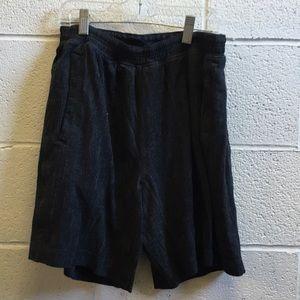 Lululemon men's gray & black short sz med 57320